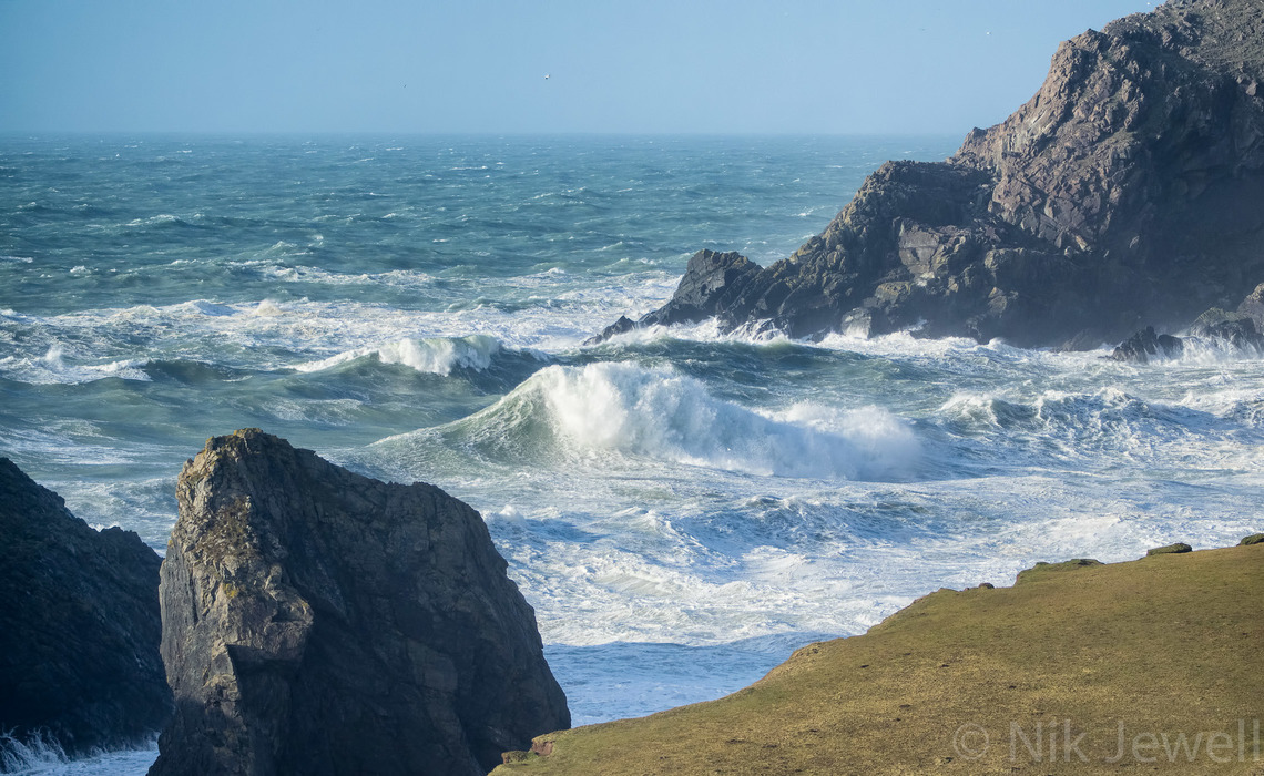 Image of a mammoth wave at Kynance Cove